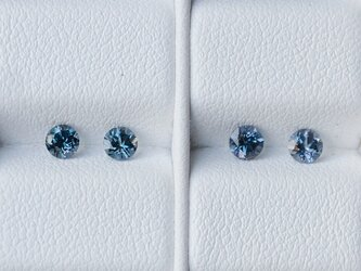 カラーチェンジ・ガーネット(ベキリーブルー)直径約3.2mm, 0.32~0.34ct Pt900一粒ピアスの画像