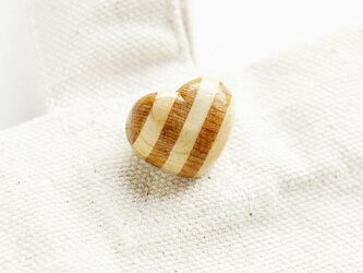 寄木のハートブローチ(ボーダー)の画像