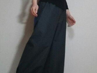 ダークグレーバルーンパンツ大きめポケット春物ウエストゴムの画像