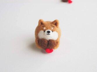 【受注製作】 ハートチョコを持つまゆ柴犬(赤柴・黒柴・白柴) 羊毛フェルトの画像