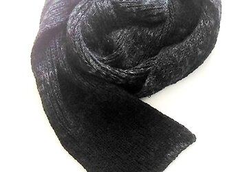 シンプルなニットマフラー:黒、灰色、メリノウールの画像