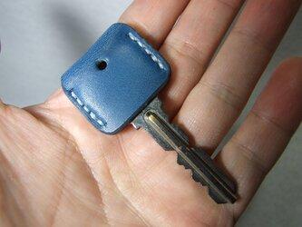 青いキーカバー 白ステッチの画像