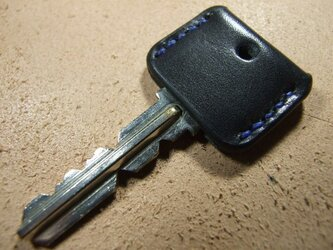 黒のキーカバー 青ステッチの画像