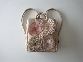 beige ribbon flower daypackの画像