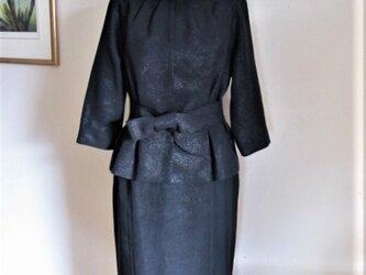 ひかえめな光沢の品格ある黒漆のジャケットの画像
