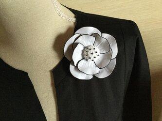 黒い縁取りの薔薇の画像