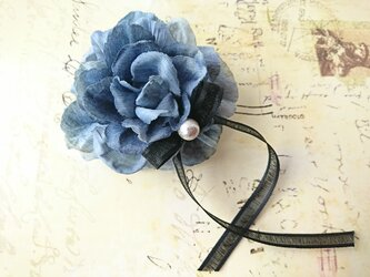 blue rose corsageの画像