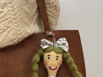 女の子の人形 Jの画像
