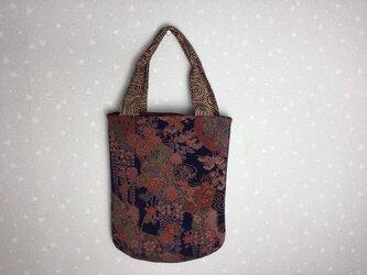 着物地でふっくらバック(持ち手つき 縦長)絹 縮緬 リメイク キルト入りの画像