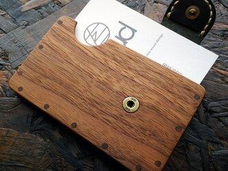 a card case ウォールナット×ブラック 木と革の名刺入れの画像
