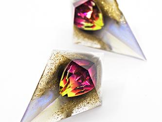 鋭角ピラミッドイヤリング(ブラッドムーン)の画像