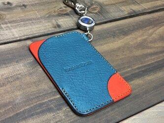 便利なリールキー付きのパスケース ブルーグリーン×オレンジの画像
