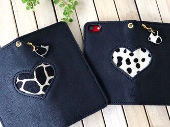 iphoneプラス 毛付き革ハラコ ハート 手帳型スマホケース(ジラフ&ダルメシアン)の画像