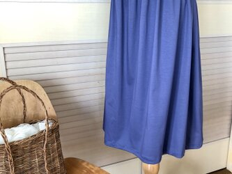 送料込・綺麗な青紫色のギャザーカート・ウエストゴム・膝下丈の画像