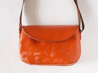 手縫いの革ポシェット オレンジ迷彩柄の画像