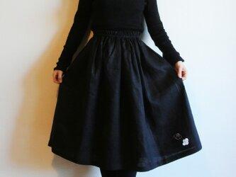リネン・ギャザースカート 黒<白椿>の画像