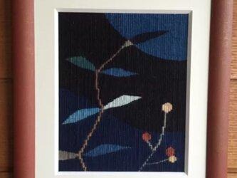 綴れ織り額装・小さな草花の画像
