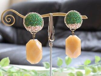 <再販>イタリア製アクリルビーズを使った、オートクチュール刺繍の2WAYイヤリング、sakumaさんの画像