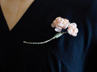 草木染めのコサージュ <桜染め よもぎ染め>の画像