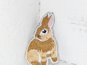 小さなウサギちゃん*刺繍ブローチの画像