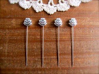葉っぱ型メタルビースの待ち針 4本セット の画像