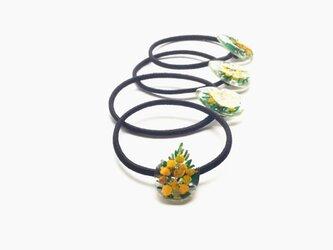 ミモザの花のシズク形ヘアゴムの画像