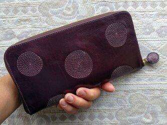 刺繍革財布『ぐるぐる』ボルドー×プラムピンク(牛革)ラウンドファスナー型の画像