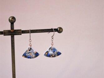 磁器いちょう形ピアス feeling blue‐1の画像
