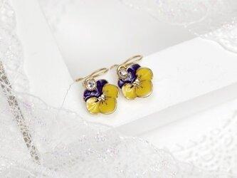 101.お花のノンホールピアス(ラインストーンとビオラ)の画像