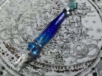 宇宙の羽根のガラスペン 青の結晶の画像
