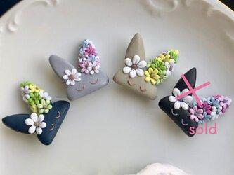 『送料無料』flowery bunny ブローチ / ポリマークレイの画像