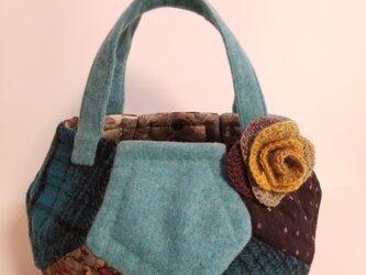 あったかウールのまんまるバッグ ブルー×茶 コサージュ付の画像
