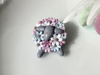 『送料無料』flowery lamb ブローチ(グレー) / ポリマークレイの画像