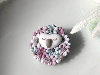 『送料無料』flowery owl ブローチ(ベージュ) / ポリマークレイの画像