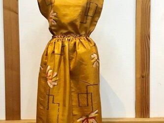 絹のセットアップ 花柄モダンの画像