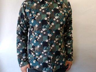 長袖和柄シャツ(市松和模様に桜)の画像