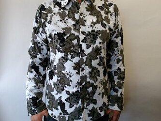 長袖和柄シャツ(唐獅子牡丹)白黒の画像