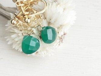 きれいな緑が目をひく グリーンオニキスのイヤリングの画像