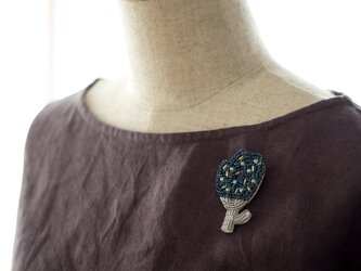 ボタニカルビーズ刺繍ブローチ(クロッカス)の画像