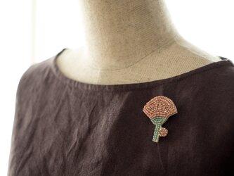 ボタニカルビーズ刺繍ブローチ(カーネーション)の画像