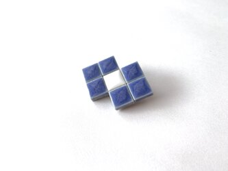 タイルのリボンブローチ(青)の画像