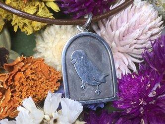 銀のインコ ペンダントの画像