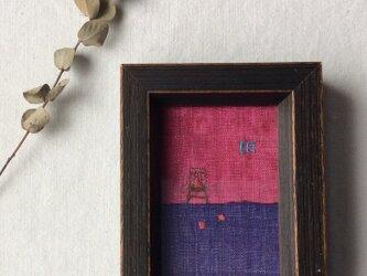 染色とししゅう 小さな額 「りんごと小窓」の画像