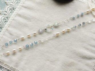 薄いブルービーズと淡水真珠のロングネックレス(7)の画像