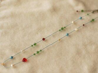 キラキラビーズの大人可愛いシルクコードネックレスの画像