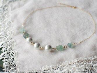 コットンパールと蛍石のネックレスの画像