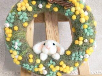 羊毛フェルトミモザリースの画像