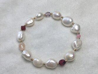 淡水真珠の赤のブレスレットの画像