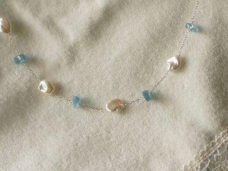 艶やかなケシパールと大粒アクアマリンのネックレスの画像