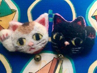 羊毛ブローチ招き猫ちゃんズの画像